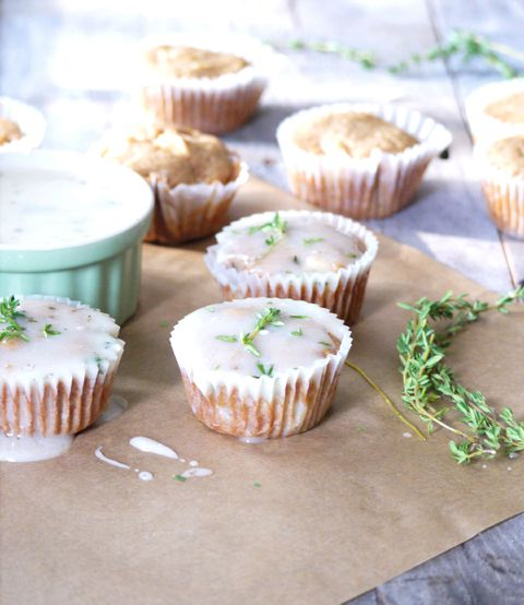 maçã cupcakes with goat cheese and thyme glaze