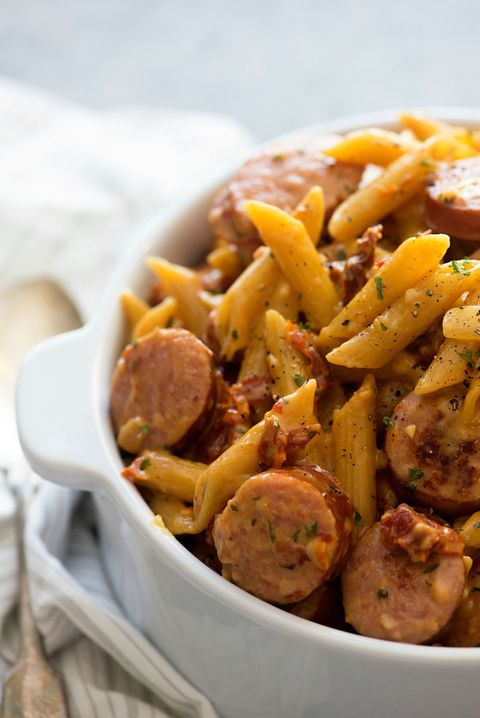 Zon gedroogd Tomato Pasta with Smoked Sausage Vertical